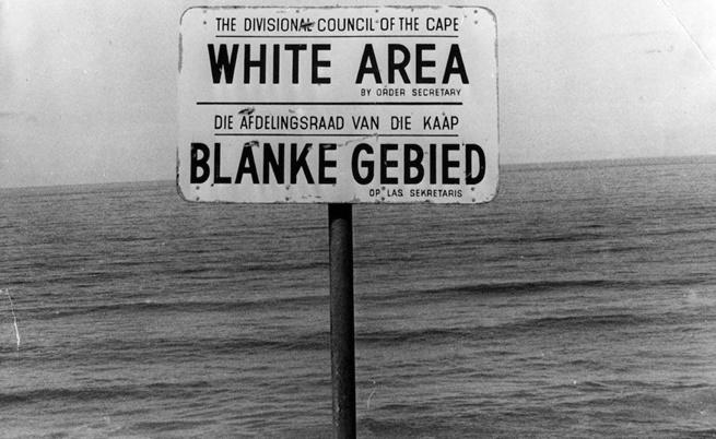 Плаж само за бели.