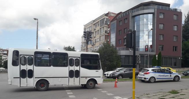 Снимка: На зелено: Градски автобус удари пешеходка