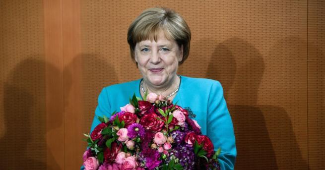 Канцлерът на Германия Ангела Меркел започна по обичайния начин днешното