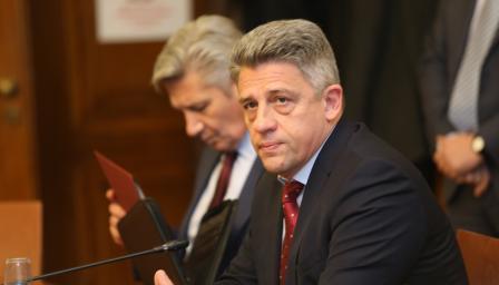 Шефът на военното разузнаване подаде оставка