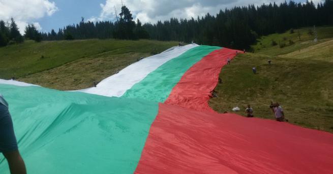 Най-голямото по размер българско знаме, вече е разпънато по поляните