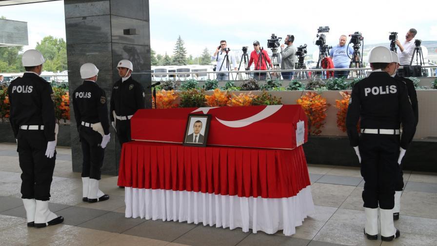 Погребението на турския дипломат, убит в Ербил, Ирак