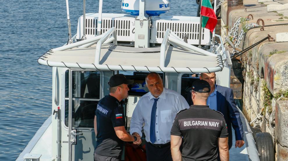 Премиерът Борисов кръстосва Черноморието с бързоходен катер (СНИМКИ)