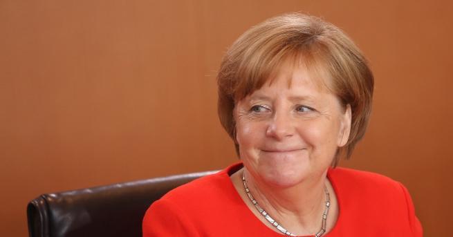 Германският канцлер Ангела Меркел заяви, 30 години след падането на