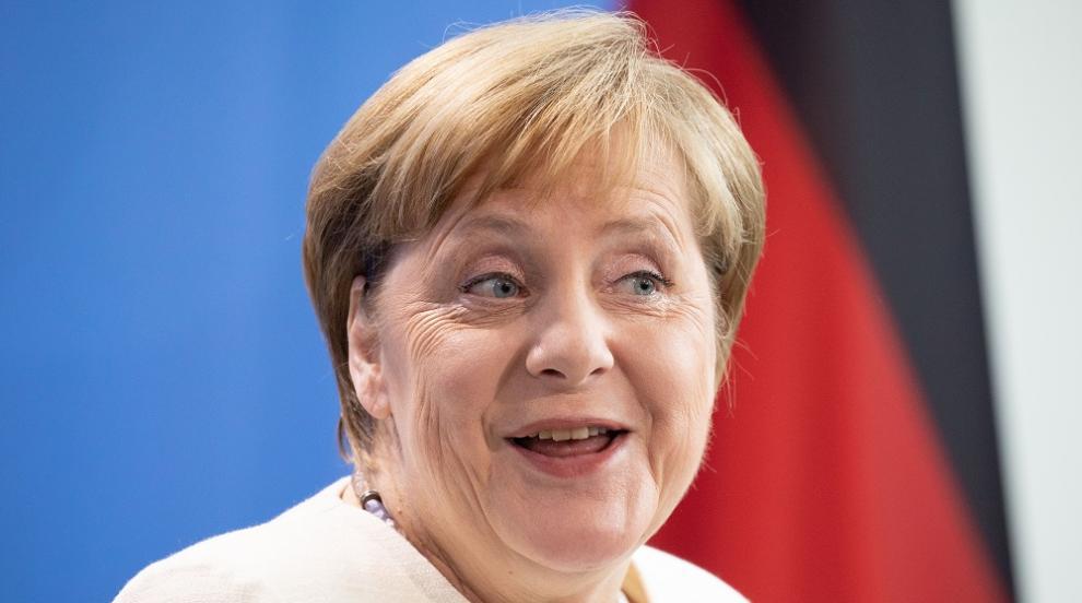 """""""Вечният канцлер"""" Меркел отбелязва 15 години на власт"""