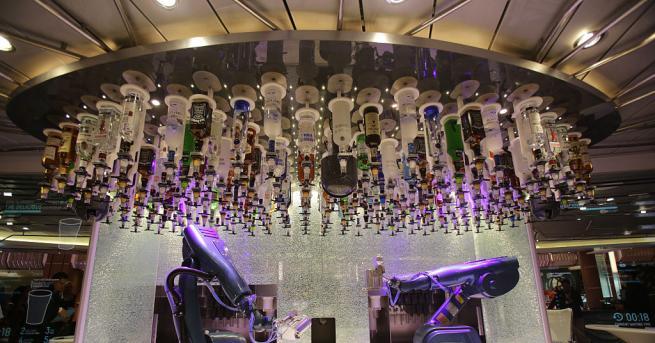 Робот барман вече работи в 5-етажния музикален клуб