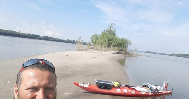 Снимка: Как се оцелява 37 дни сам в реката