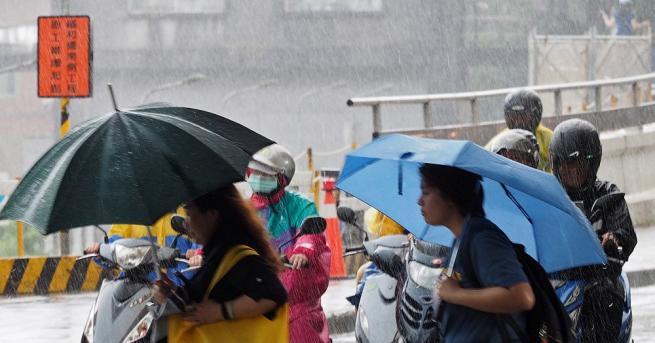 Властите издадоха заповед за евакуация на десетки хиляди жители в
