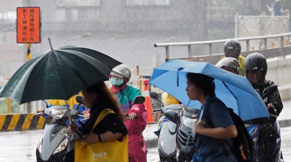 Проливни дъждове в Япония, десетки хиляди получиха заповед за евакуация