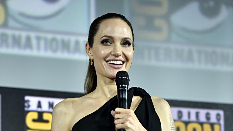 """Споделено от Анджелина Джоли за списание ELLE: на какво учи децата си и кои са """"злите жени"""""""