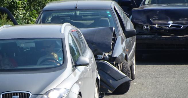 България Верижна катастрофа затапи Е-79 Удариха се четири автомобила, единият