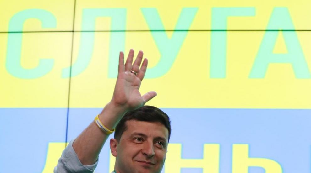 Партията на Зеленски води на предсрочните избори в Украйна (СНИМКИ)