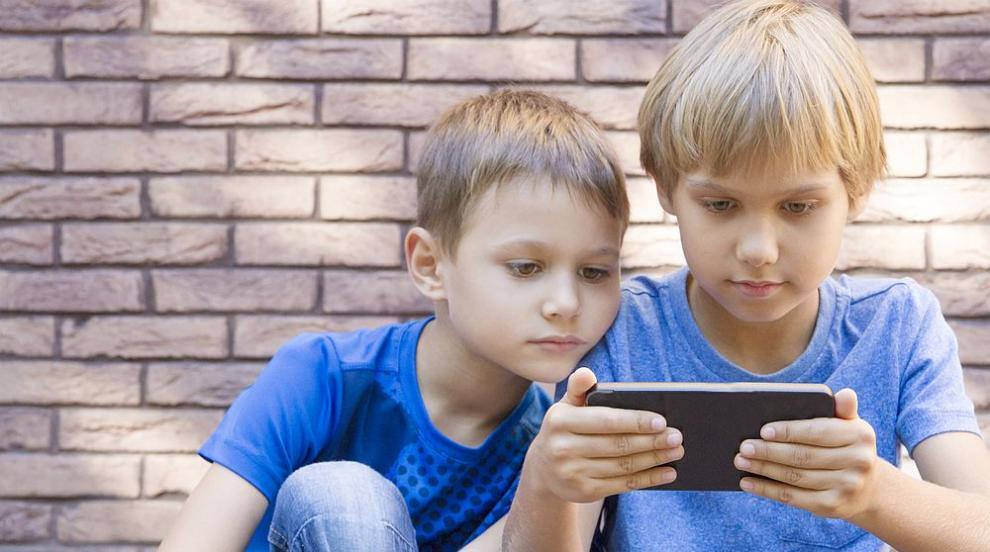 Три мобилни приложения, с които ще сме спокойни за децата си (ВИДЕО)