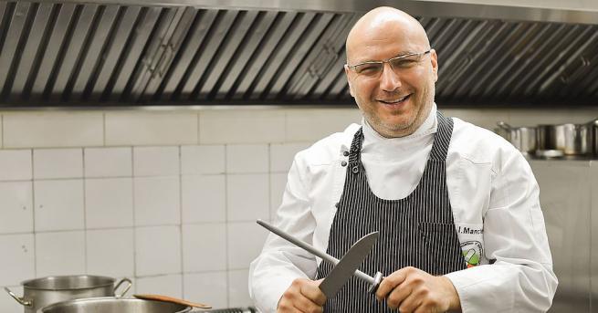 Известнияттелевизионен водещ и кулинар шеф Иван Манчев и любимата му