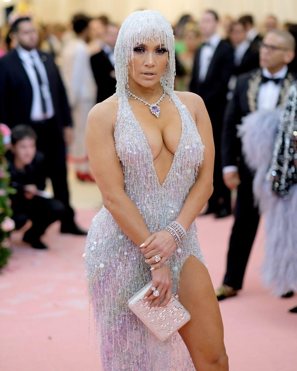 Сексапилната красавица е родена през 1969 година в Бронкс, Ню Йорк
