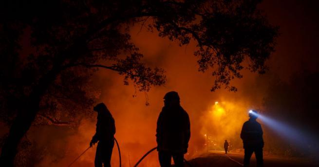 Над 1000 пожарникари и 14 летателни апарати за борба с