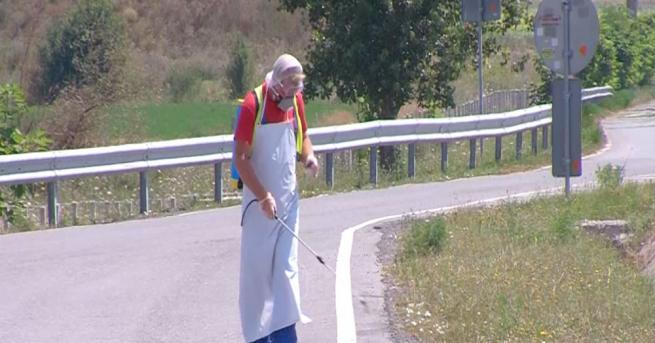 """Екипи извършват дезинфекция по паркингите на АМ """"Тракия"""", в отсечката"""