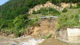 <p>Придошла река подкопа пътя Велинград &ndash; Якоруда</p>