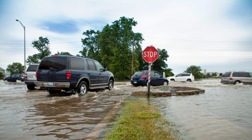 Бури в САЩ причиниха наводнения, оставиха много хора без ток