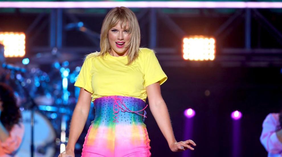Тейлър Суифт подарява част от личните си дневници с новия си албум