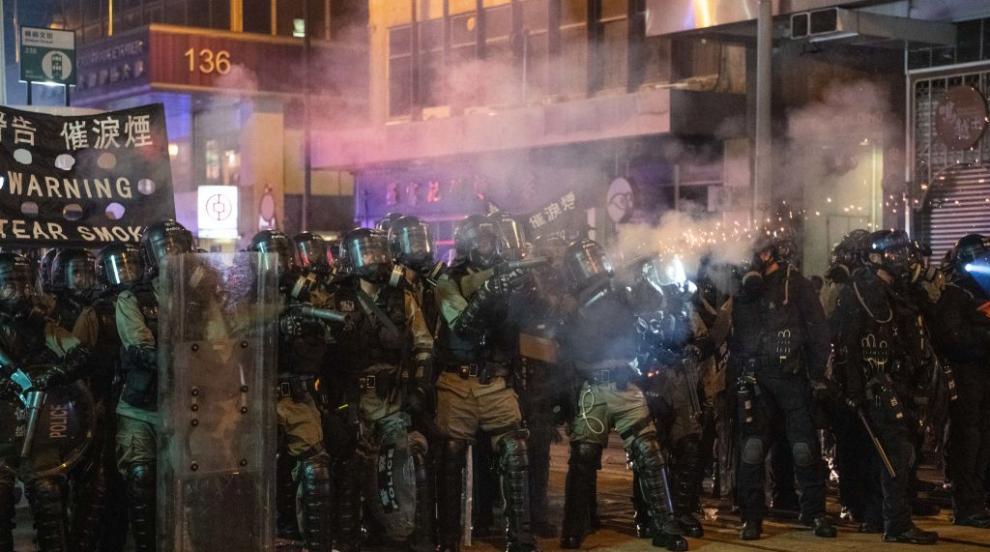 """130 хиляди души в """"жива верига"""" в Хонконг (ВИДЕО/СНИМКИ)"""