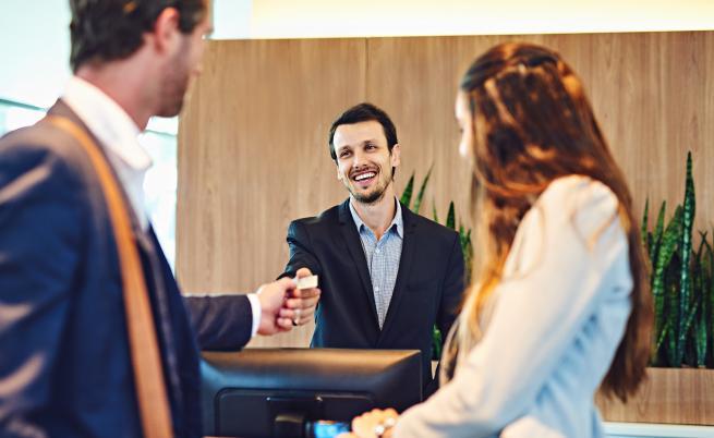 Проучване: с какво туристите най-много влудяват служителите в хотелите?