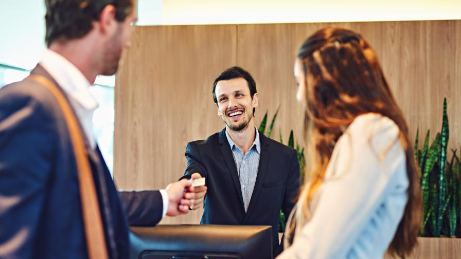 <p><strong>Проучване</strong>: с какво туристите най-много влудяват служителите в хотелите?</p>