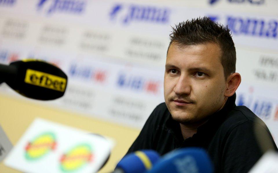 Футболистът на Ботев Пловдив Тодор Неделев е получил контузия по