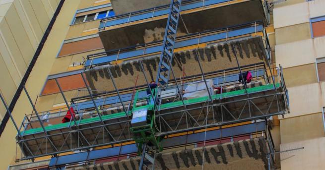 Тригодишно момче оцеля при падане от балкон на шестия етаж