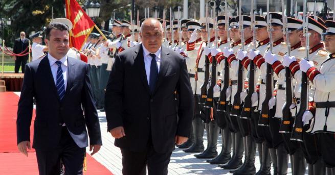 Българският премиер Бойко Борисов беше посрещнат от македонския си колега
