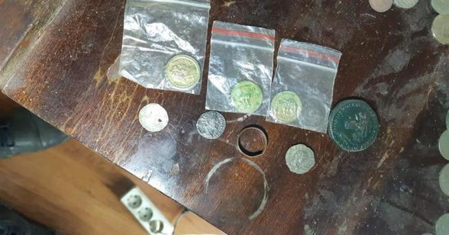 Полицаи от Свищов откриха предмети с историческа стойност и оборудване