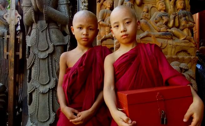 Монашеството - най-високата чест в бирманското семейство