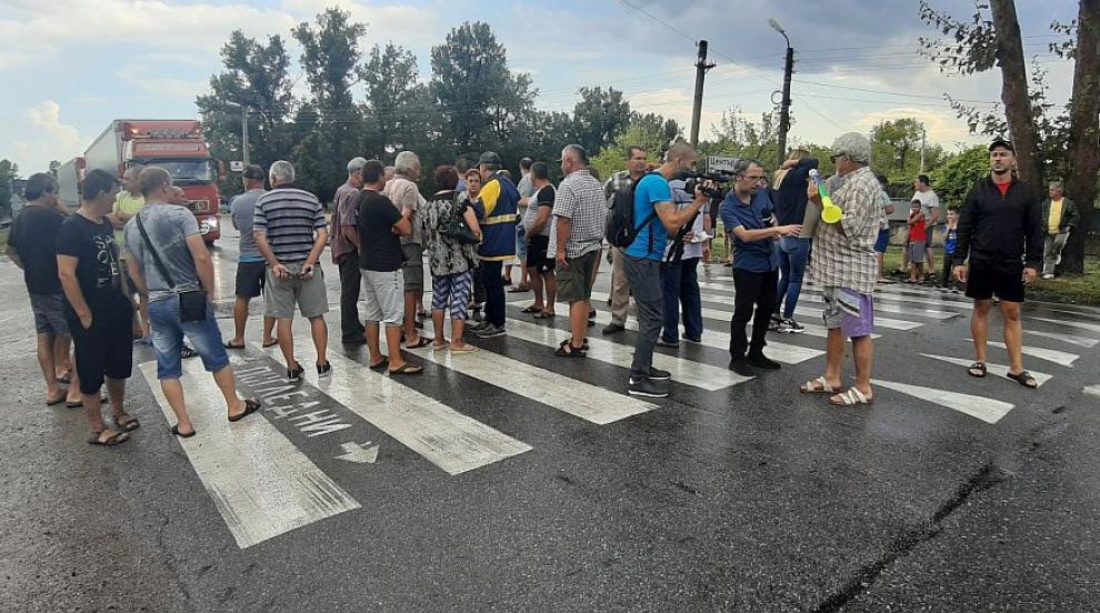 Протестиращите свиневъди край Сливен вдигнаха блокадата