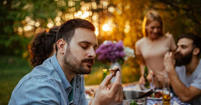 Върху вкуса на храните и напитките влияят не само подправките