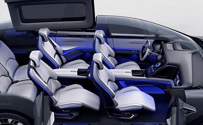 Конфигурацията на салона е 6-местна като при Tesla Model X.