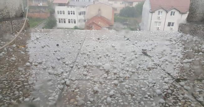 Силна буря удари за пореден път в Кърджали - градушка
