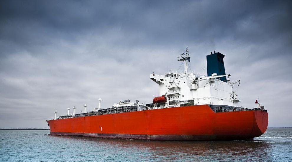 Пирати отвлякоха 19 члена на гръцки танкер