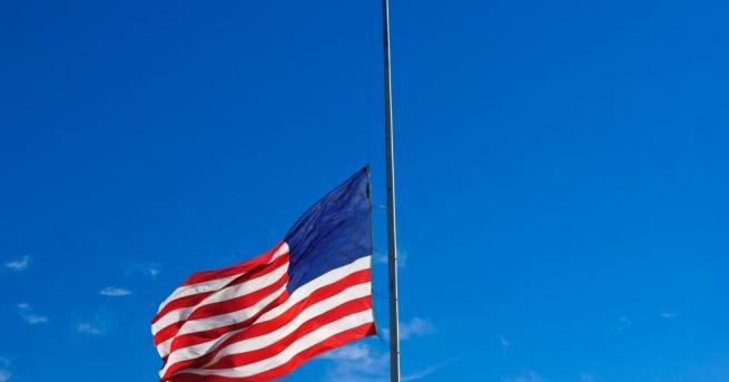 Президентът на САЩ Доналд Тръмп нареди знамената на територията на