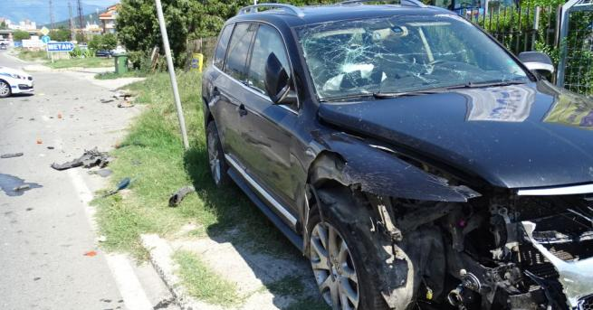 Снимка: Катастрофа между автомобил и джип на изхода на Благоевград