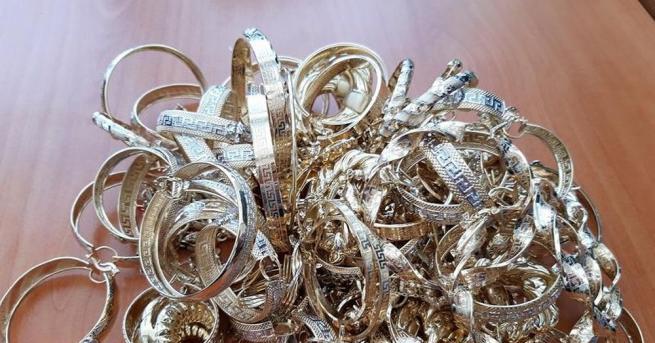 Близо 1.3 кг златни бижута на стойност над 90 000