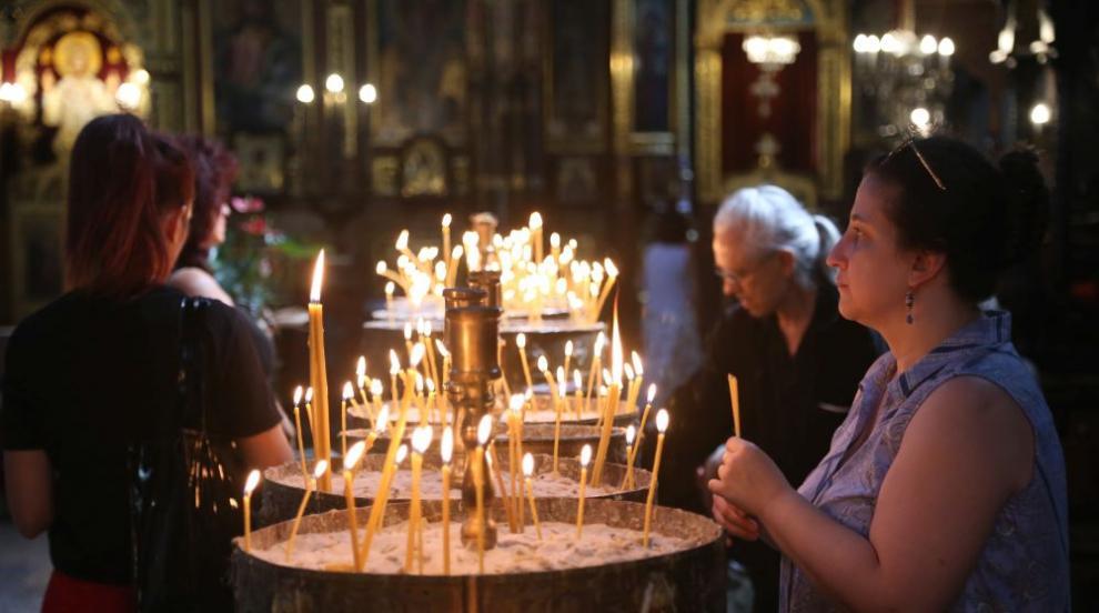 Църквата отбелязва Успение Богородично