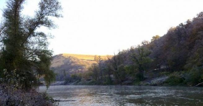 Издирват 10-годишно дете, изчезнало при къпане в река Искър, съобщиха