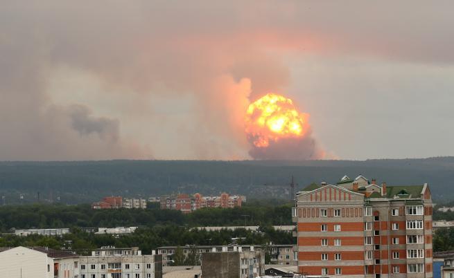 Двама души загинаха при експлозия във военен полигон в Русия