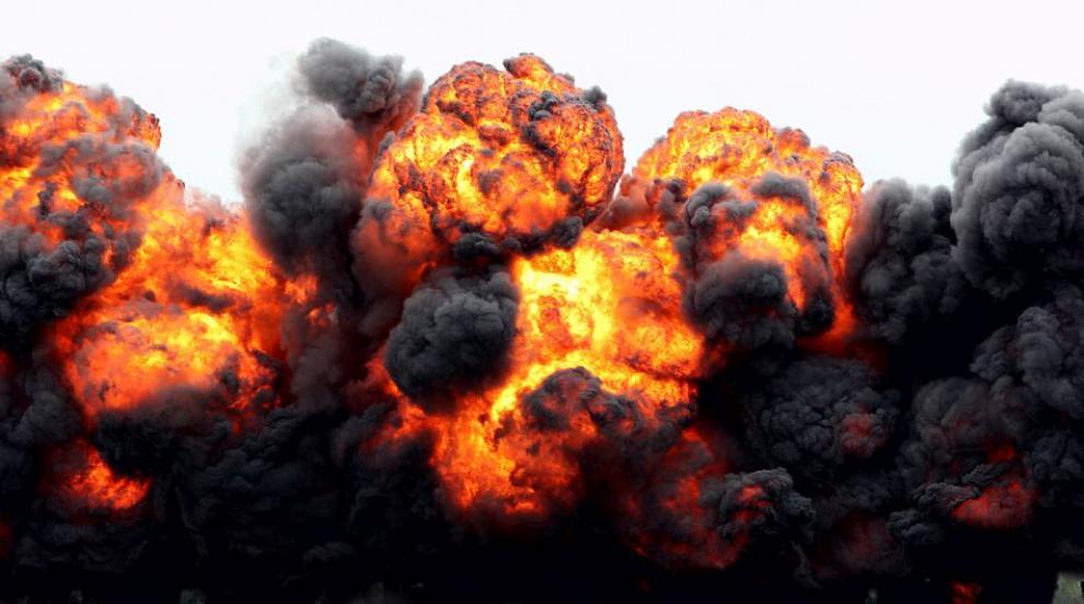 Мощен взрив в склад в Англия, множество са...