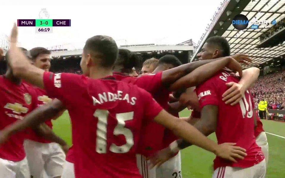 Секунди след втория гол на Юнайтед домакините откраднаха топката в