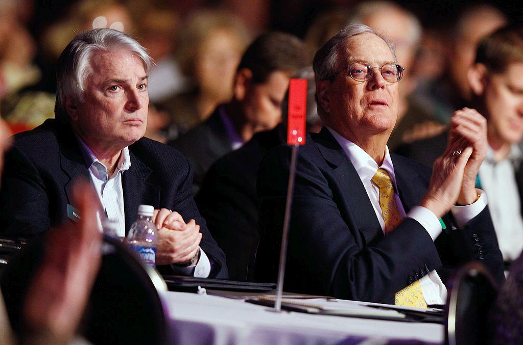 Трети в класацията са братята Чарлз и Дейвид Коки, които ръководят нефтохимическата корпорация Koch Industries.