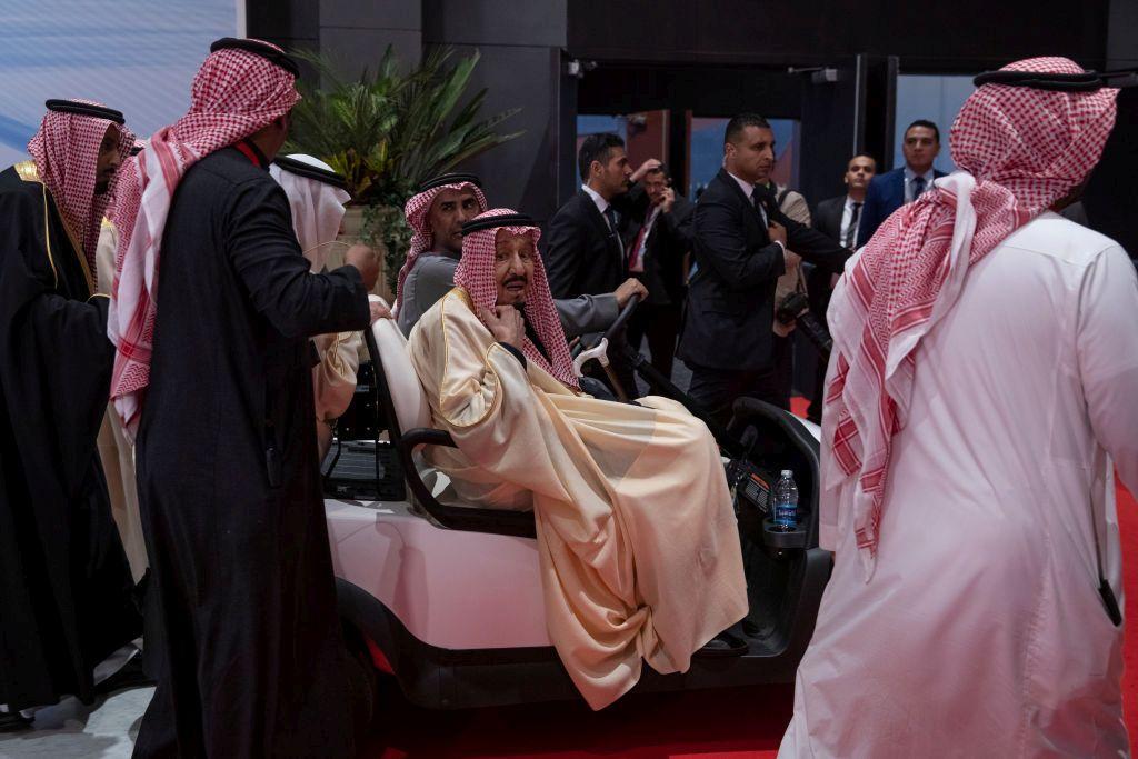Четвъртата позиция отиде при кралската династия Ал Сауд от Саудитска Арабия, която има 100 милиарда долара.