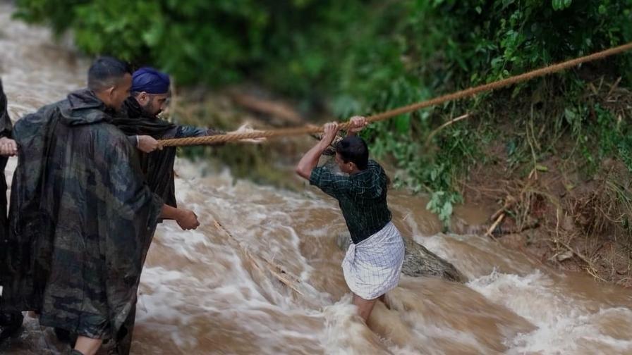 <p>Над 170 жертви на наводненията в Индия</p>
