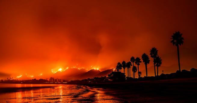 Пожар на гърцкия остров Самотраки. Хиляди туристи останаха в огнен