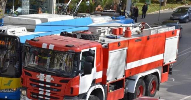 Няколко часа продължава борбата на русенски огнеборци с пожар в
